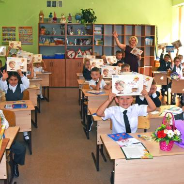 «ЛАДА-МЕДИА» поздравила с Днём знаний первоклашек школы №32